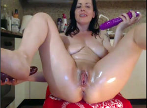 Black-haired mother fucking her pooper..