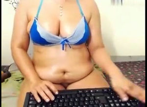 Hot chubby display her pussy on cam