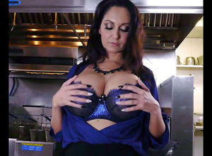 Buxom mature housewife Ava Addams Just..