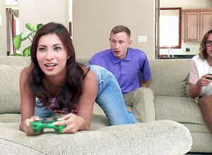 Woman gamer prepared to entice 2..