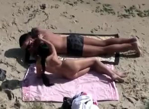 Fortunate beach-voyeuristic caught a..