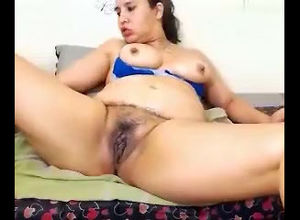 Plump female display her cooch on cam