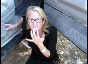 Ash-blonde wifey in glasses gets dirty..