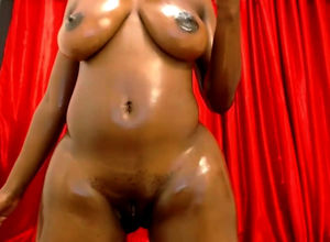 Yummy dark-hued beauty Naomi naked..